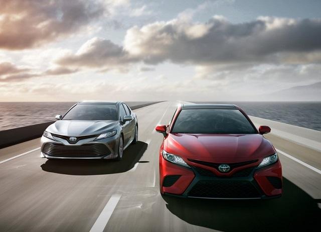 Toyota Camry 2018: эталон в сегменте среднеразмерных седанов