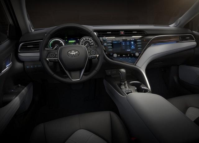 Toyota-Camry-2018-v-Dnepre